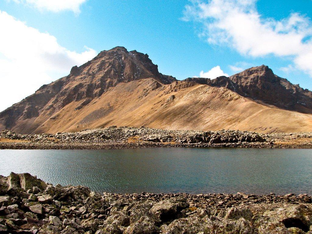 Озеро горы Ухтасар
